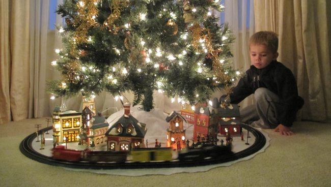k christmas tree train set - Train For Around Christmas Tree