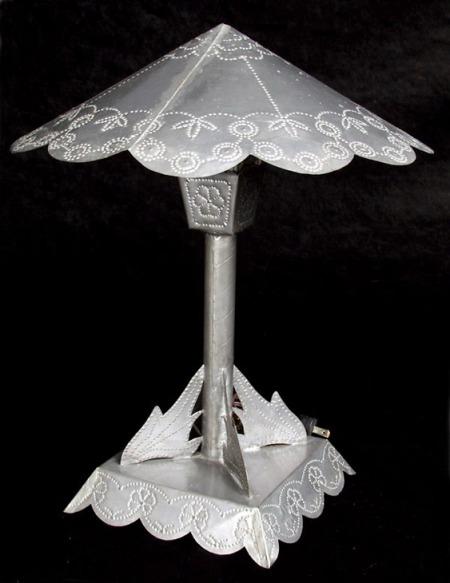 Tin_lamp_1930s
