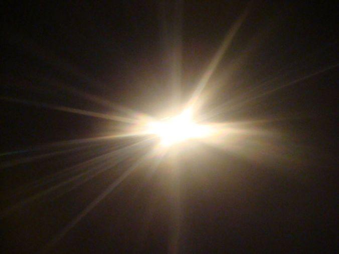800px-Light_shining1