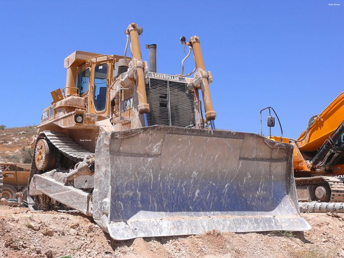 1024px-Bulldozers2012-Shoam_0072a