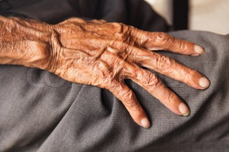 8241564-hands-of-an-old-man