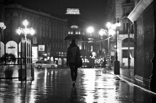 Favim.com-away-black-amp-white-london-night-pairs-rain-79241
